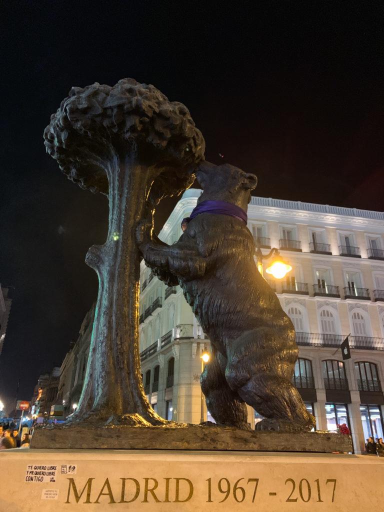 Η αρκούδα με το φραουλόδεντρο