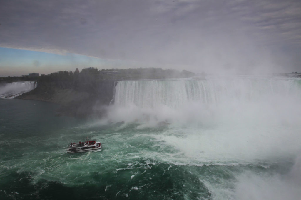 Niagara Falls, only 90' from Toronto